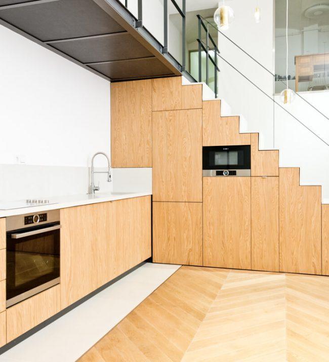 Alkotmány utcai konyha és lépcső