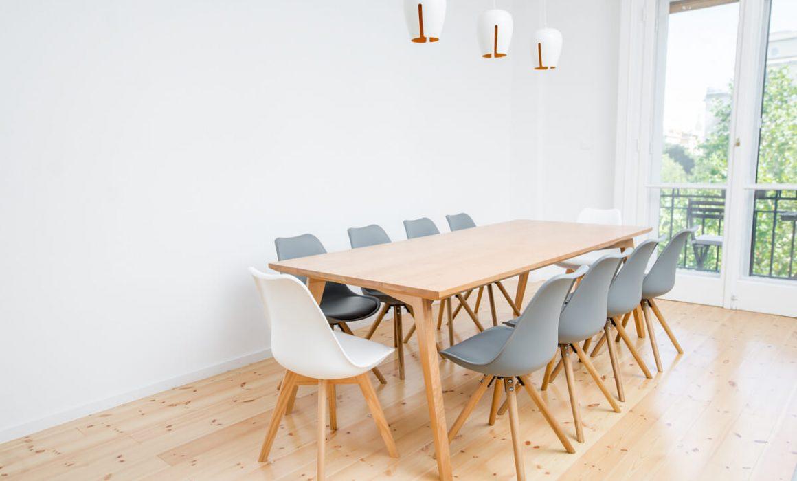 Mantis étkezőasztal
